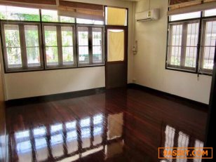 ให้เช่า บ้านเดี่ยว สวย กลางใจเมือง ย่านพร้อมพงษ์ A Nice Single House with garden in Sukhumvit For Office