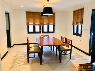 บ้านเดี่ยวพร้อมสวนขนาดใหญ่ ในหมู่บ้าน ในสุขุมวิท BTS พร้อมพงษ์ A Single House with big garden in compound in Prompong