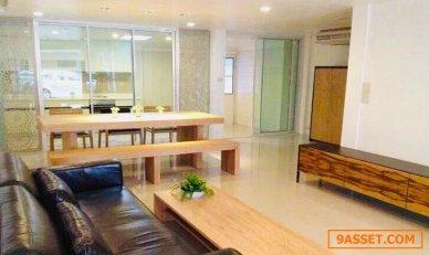 ทาวน์เฮ้าส์ ในสุขุมวิท BTS พร้อมพงษ์ เพื่อทำสำนักงาน หรือ พักอาศัย For Rent A Town house in Prompong For Office or residence