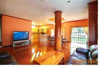 ให้เช่า บ้านเดี่ยว 3ชั้น พร้อมสระว่ายน้ำและสนาม For Rent Single house 3Storey with garden and Private pool