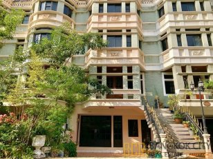 Spacious 3 Bedroom 4 Storey Townhouse in Asoke for Rent - Hot Price