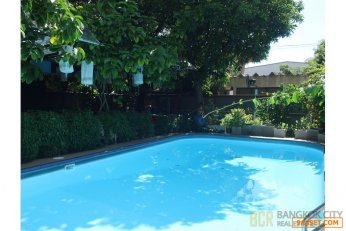 Spacious Single House with Pool and Garden with 300 Sq.wah of Land for Rent