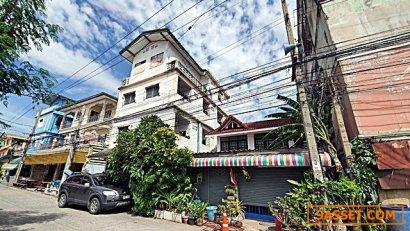 ขาย อพาร์ทเม้นท์ ถนน สุขุมวิท 4 ชั้น สามารถใช้อยู่อาศัยและค้าขายได้