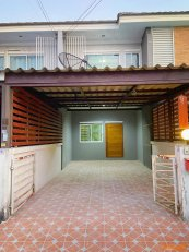 ขายด่วน ทาวน์เฮ้าส์. 2 ชั้น  หมู่บ้านภัสลดา จ.ชลบุรี