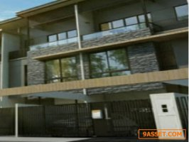 ขายด่วน ทาวน์โฮม 3 ชั้น โครงการ เดอะแลนด์มาร์ค เอกมัย-รามอินทรา เจ้าของขายเอง โทร. 0952479398