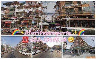ขายตึกแถว 2 ตึก 4 คูหา ติดถนนพัทยาใต้  ใกล้วอคกิ้งสตรีทพัทยา ราคา : ขาย  35,000,000 บาท ประเภท : ขายตึกแถว /อพาร์ทเม้น  สถานที่ตั้ง : ถนนพัทยาใต้ ต.หนองปรือ อ.บางละมุง จ.ชลบุรี 20150 ขนาดพื้นที่ : 70 ตารางวา  รายละเอียดเพิ่มเติม : ขายตึกแถว 2 ตึก 4 คูหา ต