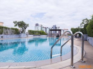 For Sales Covid special deal with Big luxury hotel in prime location near bitec bangna, 300 meter to Sukhumvit rd. all 3 buildin