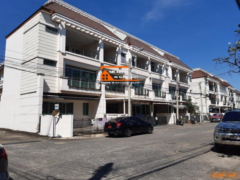 ขายทาวน์โฮมโครงการหมู่บ้าน บ้านกลางเมือง 27.9 ตรว.