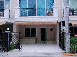 ให้เช่า นีโอคลาสสิคโฮม Neo Classic Home Ramindra ทาวน์โฮม 3.5 ชั้น เล่นระดับพร้อมเข้าอยู่ รามอินทรา กม. 6.5 เขตคันนายาว กรุงเทพฯ