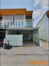 ขายบ้านทาวน์โฮม โกลเด้นทาวน์ 1 นวมินทร์ 42 จอดรถในบ้านได้2 คัน ขนาด87 ตารางเมตร  4ห้องนอน  3ห้องน้ำ