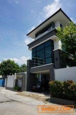 ขายบ้านเดี่ยวสุดหรู 3 ชั้น ย่านรัชดาภิเษก พร้อมอาคารสำนักงาน Office ใกล้ MRT พระราม 9