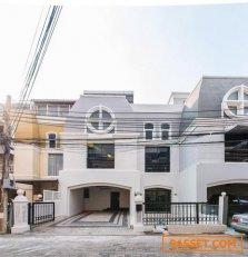 ขายทาวน์โฮม 4 ชั้น ย่านใจกลางเมืองเอกมัย ใกล้ห้างดองกี้  BTSเอกมัย