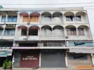 ขาย อาคารพาณิชย์ 3.5 ชั้น ถนน โชคชัย 4 ระหว่าง ซอย 10 กับ ซอย12