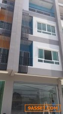 ให้เช่าอาคารพาณิชย์ 4 ชั้น เนื้อที่ 22 ตรวหน้ากว้าง 5เมตร ริมถนนติวานนท์ ใกล้ รร.อัมพรไพศาล